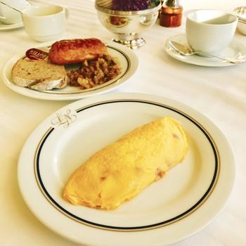 朝食ブッフェも人気。宿泊者以外も利用できるので、週末は混雑することも多いのですが、待ってでも食べたくなるメニューがずらりと並びます。朝ごはんのあとは、元町散策も楽しめますよ。