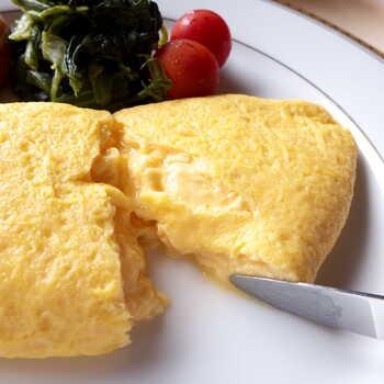 オムレツにナイフを入れれば、卵やバターの香りが広がります。卵は、ほかにもスクランブルエッグ、フライドエッグ、ボイルドエッグからセレクト可能。 朝食は宿泊者優先になりますが、空きがあればビジターでも利用可能。日にちが決まっている方は、事前に問い合わせてみてくださいね。