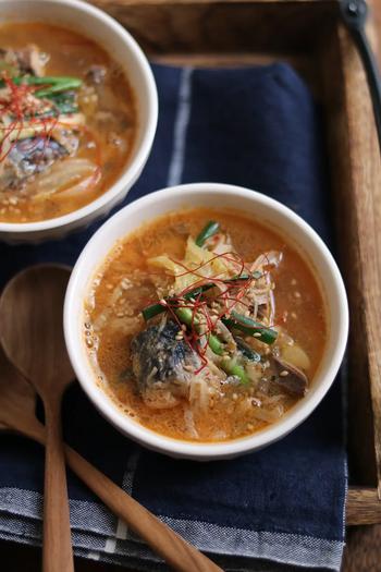 近年、その健康効果で脚光を浴びている「鯖缶」とキムチで作るあっという間の即席スープ。身体の内側からポカポカ温まりそう。