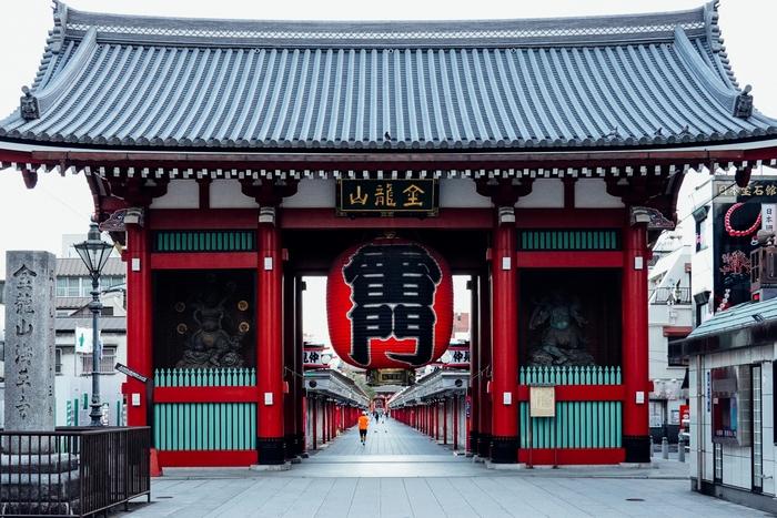 都内で針供養が行われる寺社といえば、一番に挙げられるのは東京都内最古のお寺である浅草寺です。本堂の西に位置する淡島堂は、和歌山市加太の淡嶋神社を勧請したことから名付けられました。全国に点在する淡島神社と同じく、少彦名命(すくなひこなのみこと)をお祀りしています。