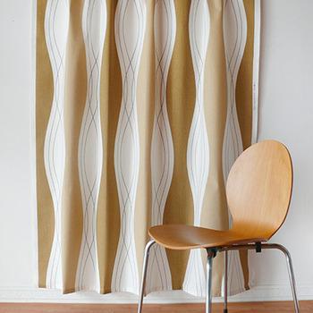 シンプルでモダンなデザインのロックは、洋室だけではなく和室のインテリアにもしっくり馴染みます。北欧らしいあたたかみのある色と洗練された絵柄が、お部屋全体をおしゃれな雰囲気に仕上げてくれますよ。