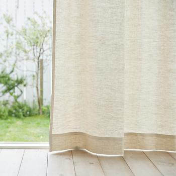 こちらの〈ベルジャン〉はベルギーリネンの上質な素材感と織りの美しさ、しなやかな手触りなど、様々な魅力を持ち合わせた贅沢な生地です。シンプルでありながらも確かな存在感を放ち、お部屋をスタイリッシュな雰囲気に演出してくれます。