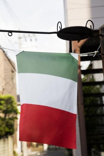 本場イタリアでは、サルシッチャを生で食べることもあるそう。ご旅行の際には、信頼できるお店で味わってみたいですね。ただし、ご家庭では生食は避けましょう。