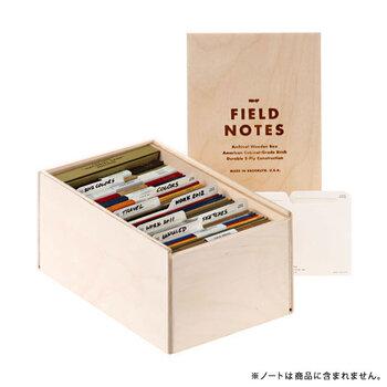 FIELD NOTESユーザーなら持っておきたい、ノートをまとめて収納管理できるウッドボックス。 インデックス付きで、約60冊のノートを用途別にまとめられます。