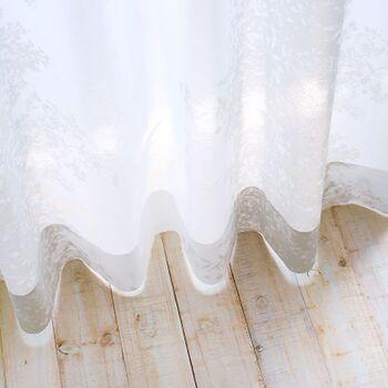 ちなみに同じデザインのレースカーテン、〈Nohara Silhouette(ノハラ シルエット)〉も販売しています。こちらも繊細な花柄をポイントにした、上品なデザインが魅力的です。カーテンと一緒にコーディネートすれば、より統一感のあるおしゃれなインテリアが楽しめますよ。