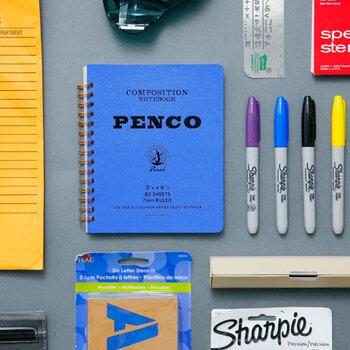 オリジナル商品も展開する文房具・雑貨のセレクトショップ「HIGHTIDE」のオリジナルブランド「penco(ペンコ)」は、心をくすぐる、アメリカ製のようなPOPでレトロなフォルム、カラー使いが魅力です。