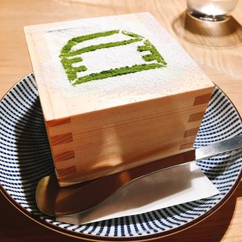 フォトジェニックなスイーツもはずせません。枡に盛り付けられた抹茶マスカルポーネ味の「枡パフェ」は、デコレーションの美しさにうっとり。