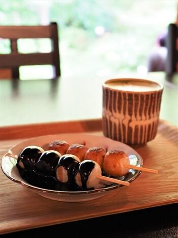 和菓子派の方にはお団子がおすすめ。小ぶりで食後にもちょうど良いボリューム。抹茶オレと一緒にいただきましょう。