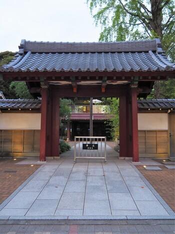 有楽町線・副都心線の要町駅から歩いて2~3分のところにある「祥雲寺」。繁華街の池袋からも徒歩10分ほどとは思えない閑静な場所にあるこのお寺は、1532年(天文元年)に創建しました。