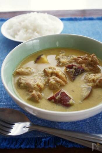 ベトナム料理の特徴の一つとしてあげられるのが、甘い味付け。  カレーはココナッツミルクとナンプラーを入れることで、甘味がありつつも奥深い味わいになりますよ。