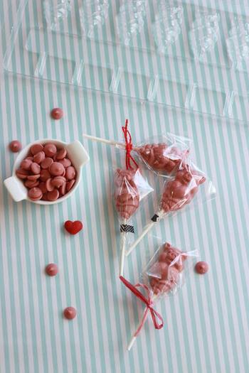 手作りチョコレートも、棒をつけてシュセットにする一工夫で、一段とかわいくなりますね。今年のバレンタインはぜひ手作りのシュセットを、自分はもちろん、大切な人たちにプレゼントしてみてはいかがでしょうか。
