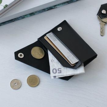 7cm×10cmととてもコンパクトなので、カード1~2枚と現金を少ししか持ち歩かないという方にぴったり。男性へのプレゼントにもおすすめです。