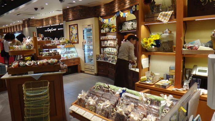 メリーチョコレートが運営する「Marché du Chocolat」は<毎日立ち寄りたくなるチョコレートの市場>がコンセプトのお店。そのコンセプト通り、キュンとくるかわいいチョコレートがたくさん販売されています。東京駅のグランスタ内にお店があるので、お仕事やお出かけ帰りに立ち寄りやすいのもうれしいですね。