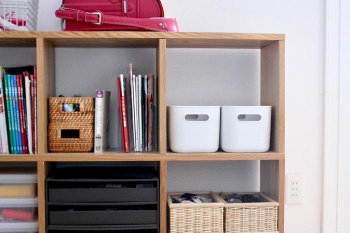 もちろん本棚と一緒に使ってもOK。カテゴリ別に整理したり、本棚のスペースを有効活用したりするのに便利ですよ。本がきれいに整理されていると、気分がいい!これを機に本棚を整理してみるのもいいかもしれませんね。