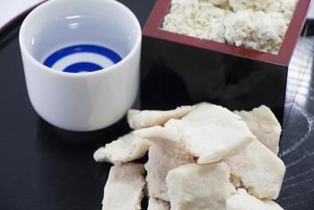 酒粕に含まれる栄養素は、タンパク質・炭水化物・食物繊維・ビタミン類・有機酸・ミネラルなど実に豊富。まさに、理想的な発酵食品と言えるんです。