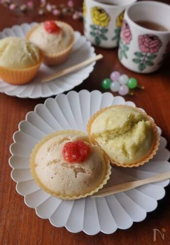 素朴な味で柔らかい蒸しパンも、菱餅カラーにすればひな祭りらしく特別感が出ます。いちごジャムや抹茶で色付けするのでお子さんが食べやすく安心です。