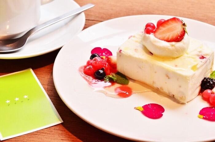 おしゃれで美味しいデザート類も充実◎ランチやディナー、カフェタイムと幅広く利用できるカフェです。