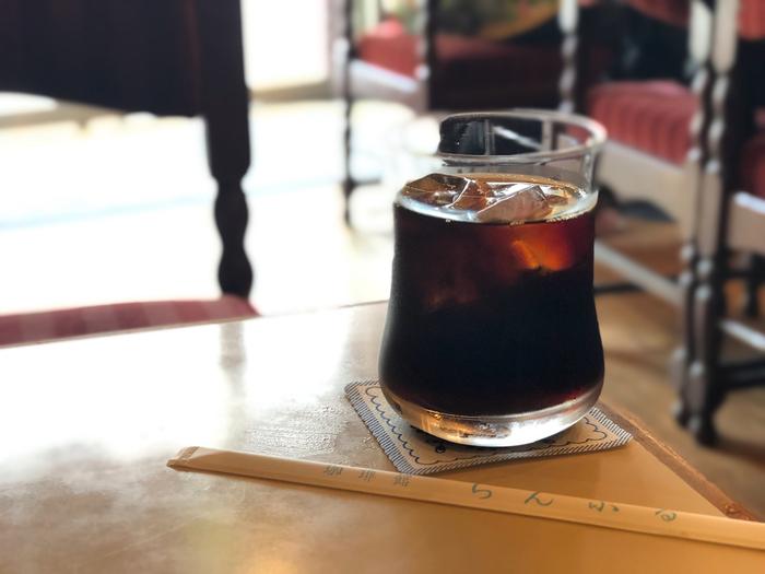 ブレンドにアメリカン、ウインナーコーヒーなどいわゆる喫茶店のコーヒーメニューは完備されています。アイスコーヒーはすっきりとして飲みやすいですよ。フレッシュなオレンジジュースやバナナジュースもおすすめです。