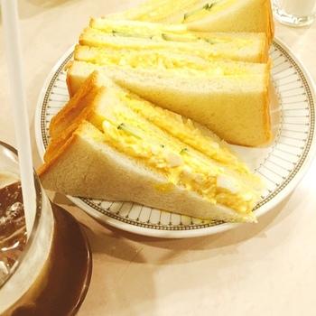 ピースのメニューに並ぶお料理は、「海老ピラフ」「ミートソース」「トースト」と、ザ・昭和な懐かしメニューばかりです。中でも手作りのサンドイッチは大変人気がありますよ。
