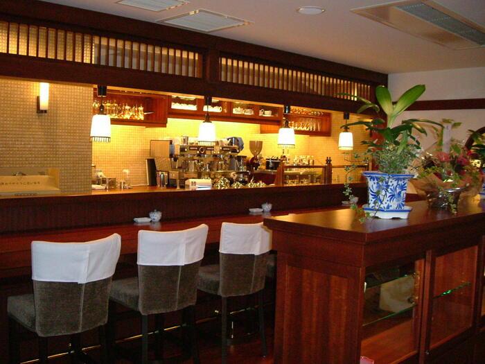 椿屋珈琲店は大正時代をイメージした造りの人気喫茶店です。新宿茶寮は新宿東口から徒歩2分とアクセスも良く、122席と広いことからオフィスワーカーも多く訪れるお店です。ゆっくりしたい時の休憩にはもちろん、打ち合わせにもおすすめですよ。