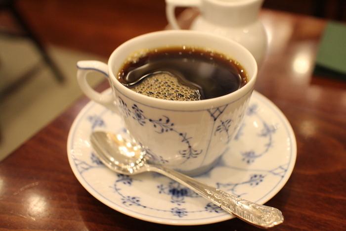 椿屋オリジナルブレンドをはじめ、深煎り・浅煎りブレンドとコーヒーの種類は豊富。コーヒーはサイフォン方式で抽出しており、すっきりとしながらもコクがあり飲みやすいですよ。