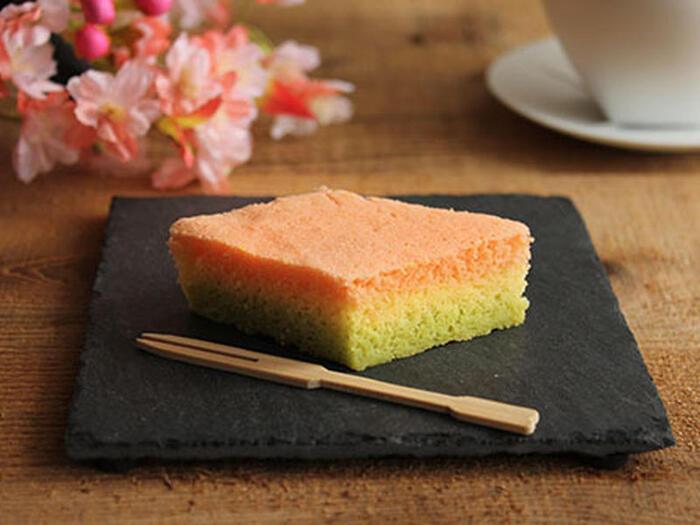 桃の節句には、春を感じられる美味しくって可愛いスイーツがあると、みんなにっこり笑顔になれますよね。桃色・白・緑を使っているスイーツは、ひな祭りを可愛く演出してくれます。今回は、ひな祭りを彩ってくれる昔懐かしい「和菓子」をはじめ、ひな祭り限定のパッケージのお菓子やお家で作れるスイーツレシピを集めました!