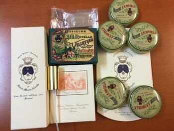 古くからの街並みが今も残るイタリアですが、雑貨もアンティークなかわいらしさが。フィレンツェにある世界最古の薬局「サンタ マリア ノヴェッラ薬局」の香水やソープは、クラシカルな上品さが漂います。