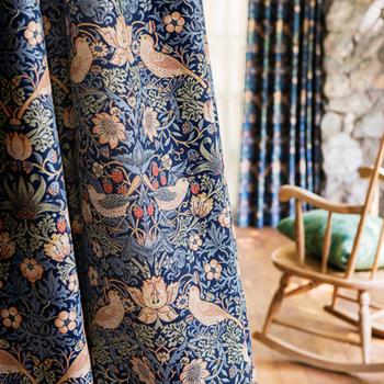 生地は立体的な柄が美しい風通織と、発色の綺麗なプリント生地の2種類を販売しています。どちらもそれぞれ異なる魅力があり、またカラーによって印象が大きく変わるので、お部屋ごとに素材や色を変えてみるのも楽しいですよ。