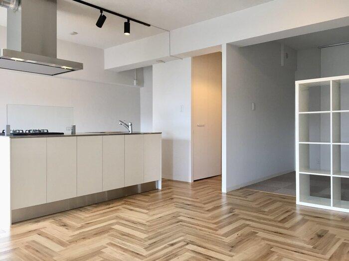 中古住宅の購入では、リノベーションをする人も多いです。入居時にしなくても、数年後に改めて工事する可能性も。柱や配管などの関係で制限されてしまうことも多いので、動かせないものの位置などはしっかり確認しておくべき。