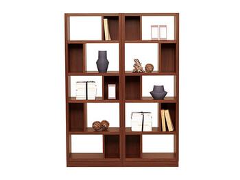 シェルフ棚は、お気に入りのインテリアアイテムを飾るにもピッタリ。空間のすべてを埋めるのではなく、素敵なデザイン雑貨は単体で見せるようにすることで、モダンな空間を作り上げてくれますよ。