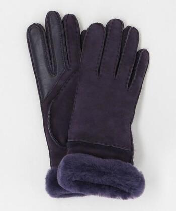 本革を使用したムートンのグローブ手袋。手首と内側にファーを使用しているので、風が入りにくく保温力に優れています。通気性もあるので、蒸れが気になる方におすすめです。