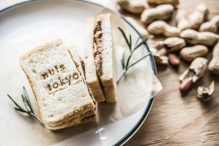 限定15食のピーナッツバターサンドは、濃厚なピーナッツの味で食感も残っていて、ずっしりお腹にたまる一品。ナッツ好きの方はぜひご賞味あれ!