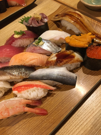 お寿司の食べ放題には、嬉しい飲み放題(500円~)もプラスすることができるのも嬉しいですね!大勢でワイワイ訪れても楽しい。銀座でお寿司の食べ放題はいかがですか?