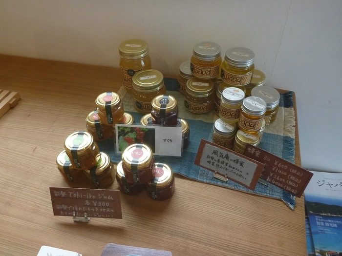 薪パン日々では、パンだけでなく、地元能勢産のジャムなども販売されています。地元能勢産のジャムなどは、能勢町や野間の大けやきを訪れたお土産にぴったりです。