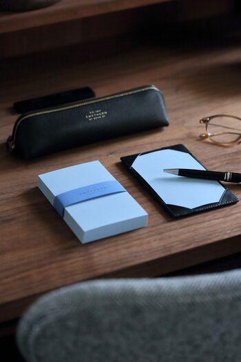 仕事を頑張りたくなる可愛いデザインや、愛着がわくシンプルデザイン、くたっとした革の質感が楽しめるレザー製など…。  収納力のある機能性だけでなく、愛着を育みたくなるデザインにもこだわって厳選しました。  自分を高めてくれるような筆記具を揃えて、お気に入りペンケースに、丁寧に文具を扱っていきましょう*