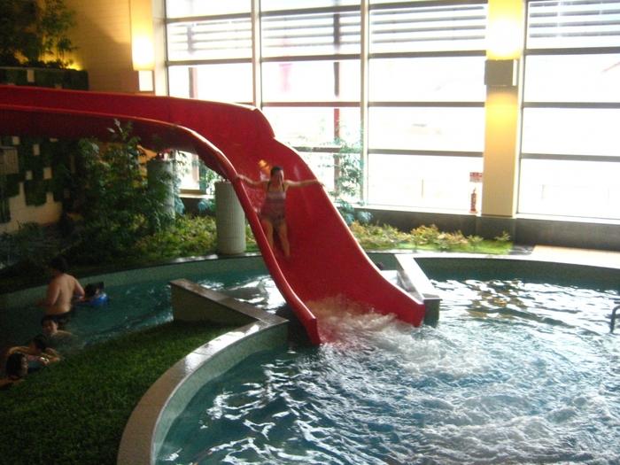 施設内の「ガーデンスパ」には、プール以外に5種のサウナやジャグジーも併設されているので、リフレッシュにもおすすめ。お天気を気にせず過ごせるので、覚えておくと便利ですね。温泉とスパのセットプランなら、1日たっぷり遊べますよ。