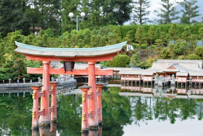 日本の建築物も見ごたえがありますよ。広島の厳島神社や京都の清水寺などの名所をはじめ、田園風景や国会議事堂などさまざまな建物に出合えます。ガリバー気分で、世界の名所をぐるりと巡ってみてください。