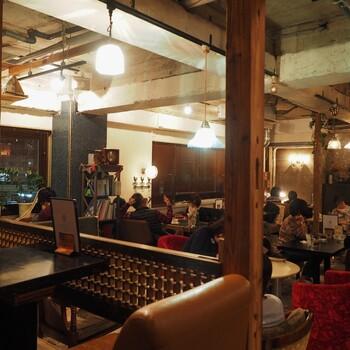 国分寺駅の北口からすぐの「北口カフェ」。レトロで落ち着いた雰囲気のインテリアはセンス抜群です。