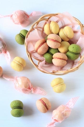抹茶・いちご・レモンの3種類の味を楽しめるサクサククッキーです。間にチョコレートをサンドしているので、甘みもサクッとした食感もどちらも楽しめます。