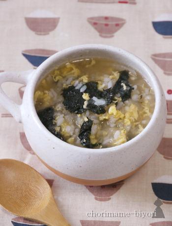 焼き海苔全形1枚を小さくカットして入れることで、風味豊かな雑炊をいただけます。  こちらは、すりおろした大根をたっぷり使ったみぞれ仕立て。胃腸が弱っている時もからだにやさしく染み渡りますよ。