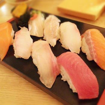 東京メトロ銀座駅直結、西銀座デパートの一角にある「雛鮨(ひなすし)西銀座店」 。厳選した旬の食材のみを使用した、お寿司がなんと食べ放題!