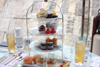 今回は特に東京都内で優雅な午後を過ごせるホテルのアフタヌーンティーを選んでみました。都内の憧れの高級ホテルでちょっと贅沢に英国気分を味わいながら、午後のお茶を楽しんでみてくださいね。