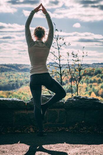 体幹がしっかりしてくると、体は自然と引き締まりしなやかな印象に。自然に立っているだけで、女性らしく美しい♡そんな体を目指して、細く長くトレーニングが続けられると良いですね。