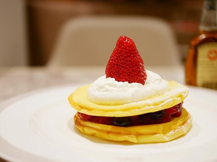 『cafe VAVA』では国産米粉とてん菜糖を使用し、完全グルテンフリーというパンケーキが食べられます。食感はしっとり、もちもち。いわゆる普通のパンケーキとは違う食感とのことで、ぜひ一度ご賞味あれ。