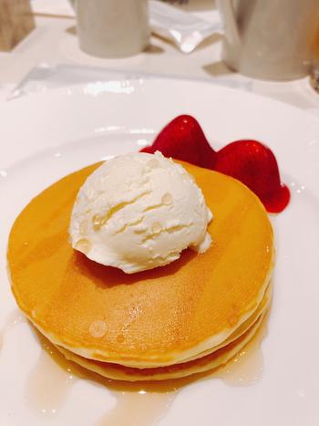 『パークサイドダイナー』は「帝国ホテル東京」のラウンジ。カジュアルレストランと謳われていますが、そこはやはり帝国ホテル。上質なパンケーキが有名です。