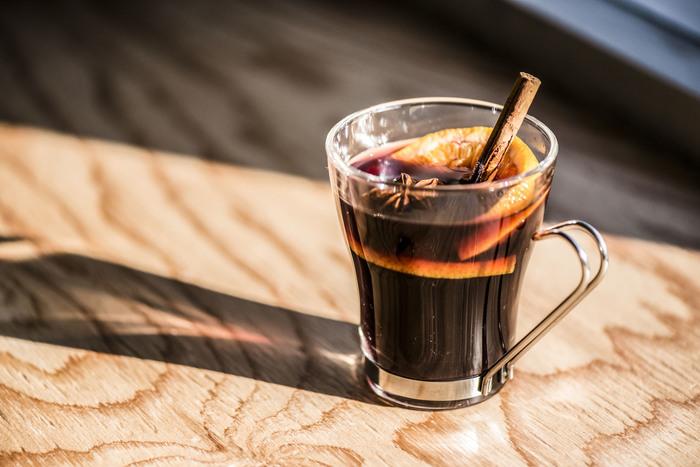 イートインスペースでは、ナッツと一緒にコーヒーやお酒を頂けます。カフェとしてだけでなく、バーとしても利用できるのは嬉しいですね。