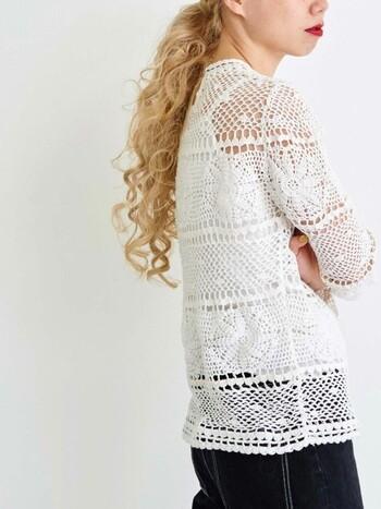 レース糸で作る繊細なかぎ針編み。上品な透け感と風を通す質感は初夏から夏にぴったり。