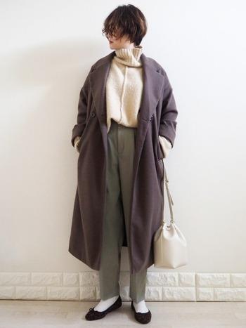 絶妙な色合いが素敵なチェスターコートが1万円以下で手に入るなんて嬉しいですよね♪着回しが効くので、オフィスコーデにもぴったり!
