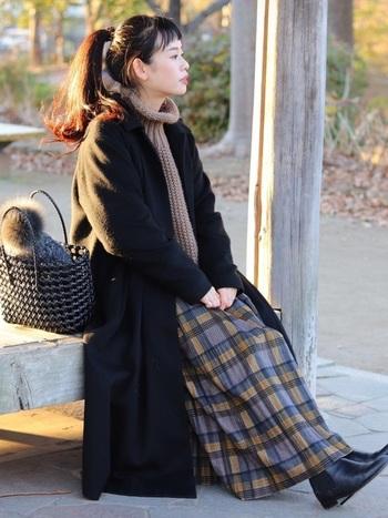 オフィススタイルにちょっと遊び心を加えるなら、落ち着いた多色チェックがおすすめ。このスカートは、なんと3,000円台で手に入るそう!