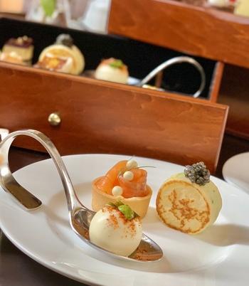アフタヌーンティーのメニューは、すべてホテルでの手作りにこだわっているそう。紅茶との相性も考えてつくられているスイーツは、味わいだけでなく、このように見た目もとっても優秀。